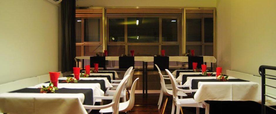 restaurant cocktail & wine bar