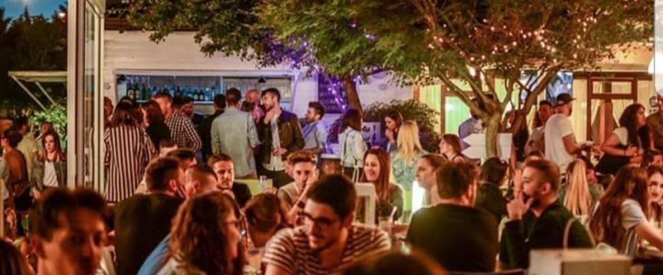 Sand bar/ristorante/pizzeria/piscina a Romanengo